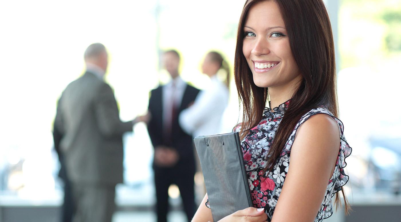 תמונה של אישה במשרד